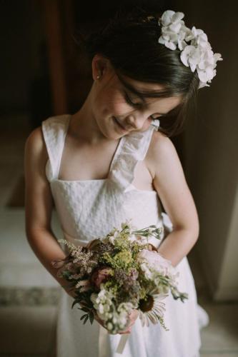 Flower girl - Photo Esme Ducker Photography