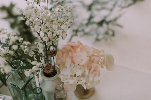 Table Flowers - Photo Esme Ducker Photography